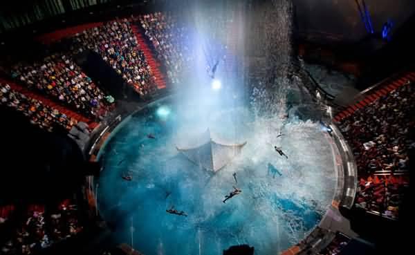 دبي تعتزم بناء أول مسرح مائي في الشرق الأوسط