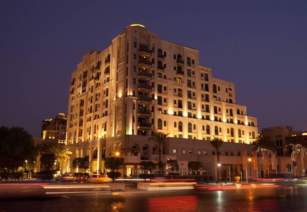 فندق المنزل … تحفة المعمار العربي بوسط مدينة دبي