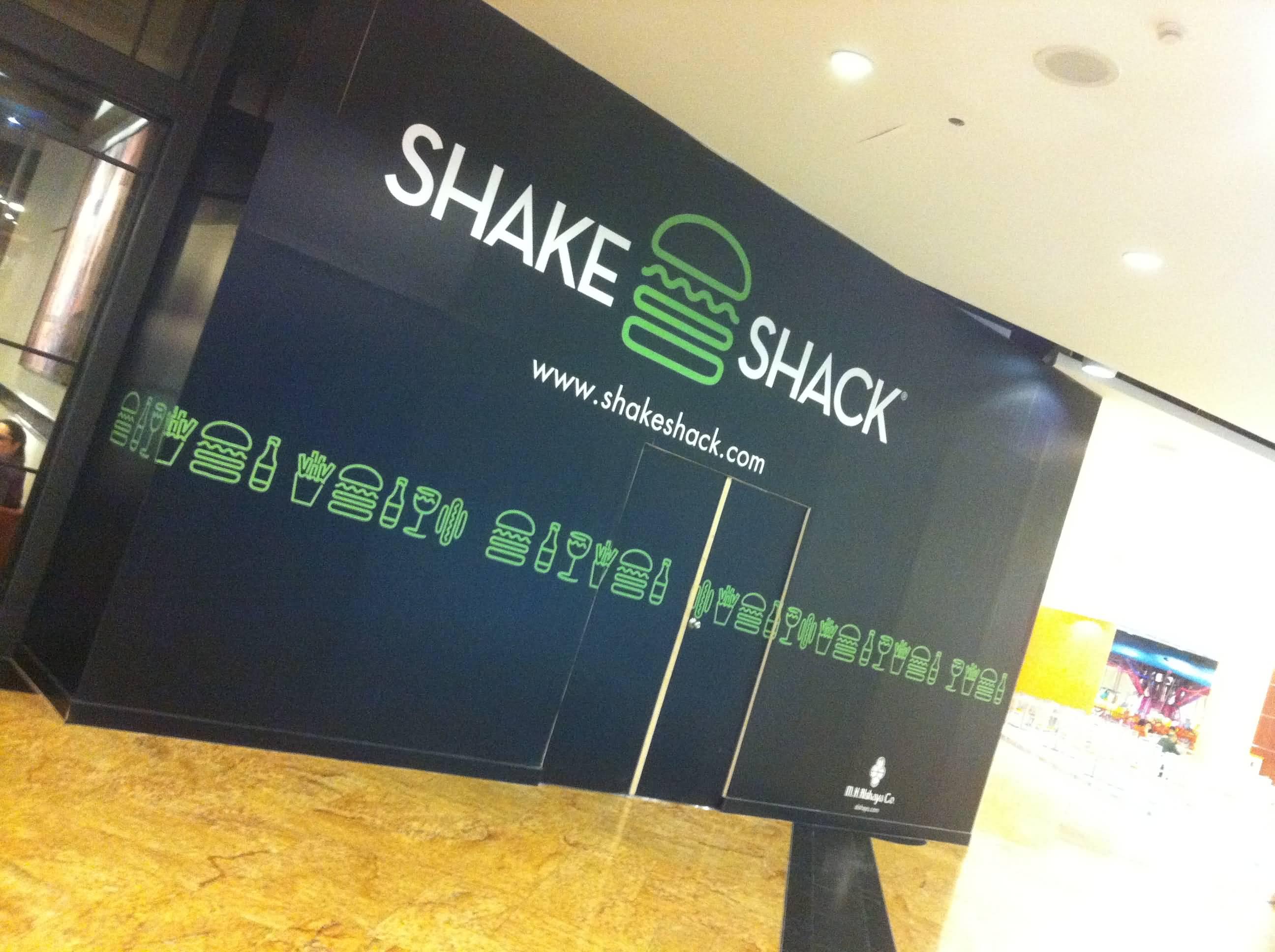صورة مطعم شيك شاك يتعاون مع فنانيين تشكيليين محليين لتحويل فروعه الى أماكن إبداعية
