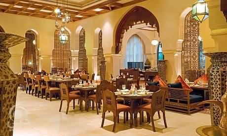 مطعم ومقهى إيوان للمأكولات العربية والشرقية – داون تاون دبي
