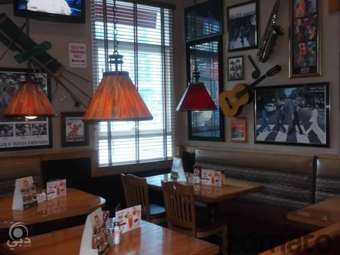 مطعم أبل بيز للمأكولات الأمريكية  – شارع الشيخ زايد