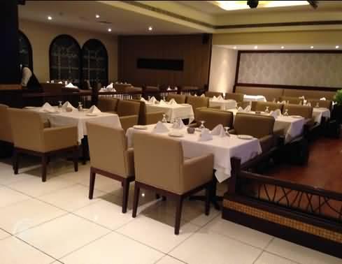 مطعم نيزامز للمأكولات الهندية – مينا بازار