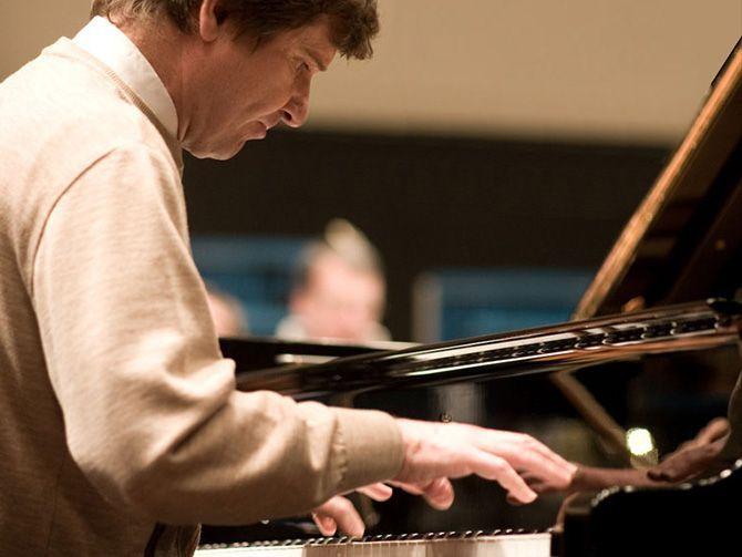 صورة لجنة دبي للحفلات تستضيف عازف البيانو ميخائيل بيتوخوف