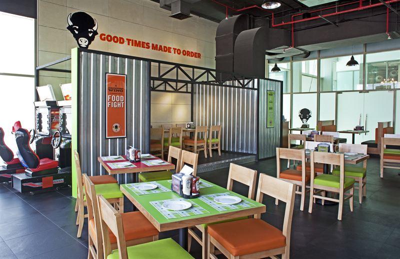 صورة مطعم أورجينال وينغز آند رينغز دبي يطلق أمسية وينغ إت للعروض الموسيقية