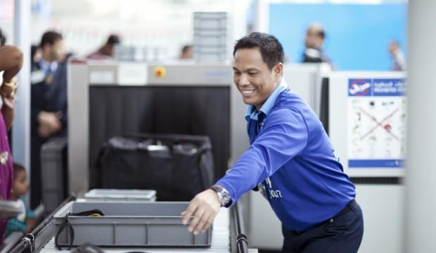 كيف يكتشف موظفي مطار دبي المجرمين و مهربي السلع الممنوعة ؟
