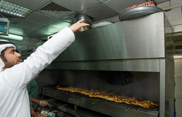 Photo of بالفيديو .. تعرف على المراقبة الذكية لمطاعم دبي