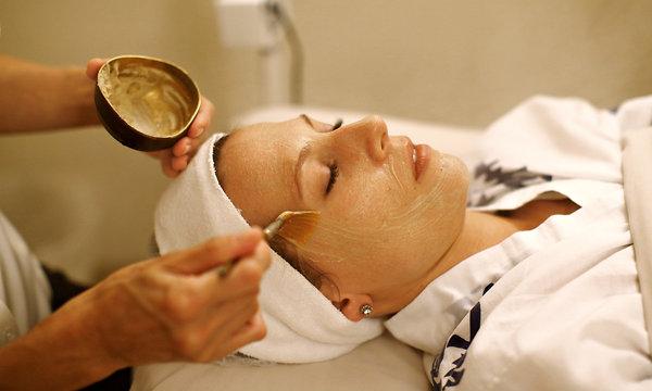 مركز بيولايت في دبي يقدم علاج مشاكل الجلد والبشرة باستخدام فضلات طيور العندليب
