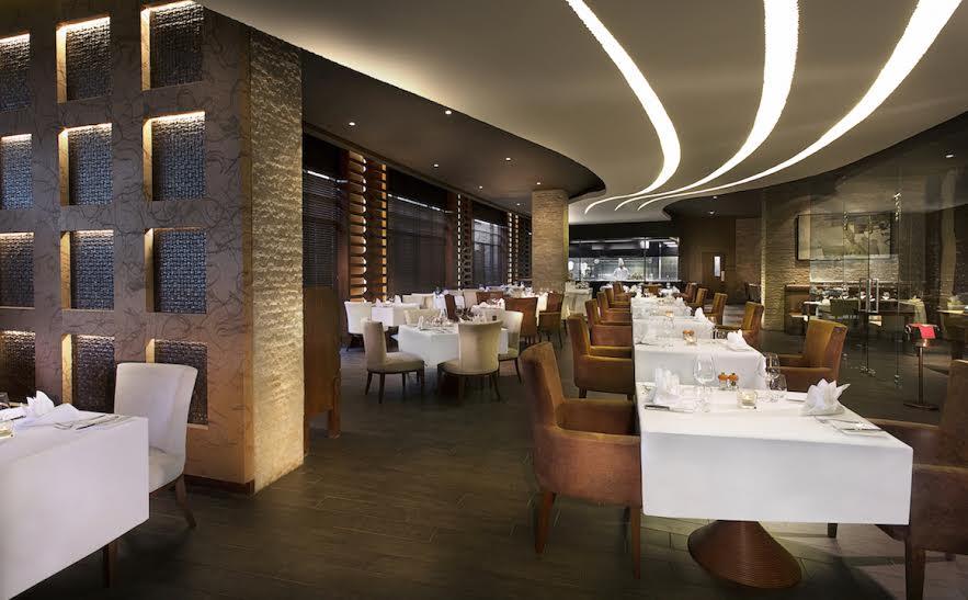 """مطعم بورترهاوس يطلق قائمة أطباق """"جواهر الغداء المبكر"""" الجديدة كلياً بأسلوبٍ فريد في سوفيتيل بالم دبي"""