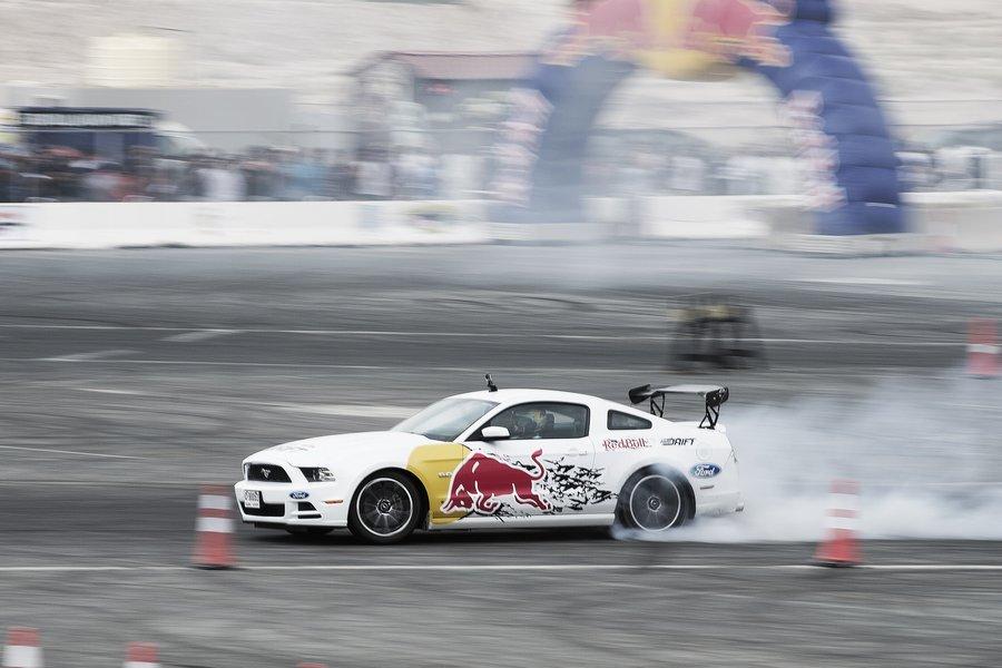 Photo of نهائيات ريد بُل كار بارك درفت 2015 في دبي