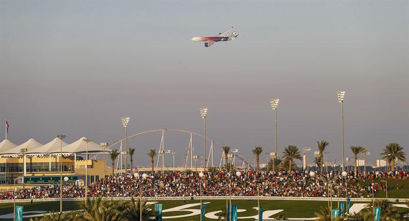 Photo of تلّة أبوظبي تستقبل الآلاف من محبي سباق جائزة الاتحاد للطيران الكبرى للفورمولا 1