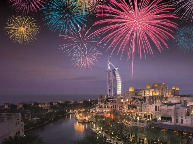 عروض الألعاب النارية إحتفالا برأس السنة 2016 في دبي