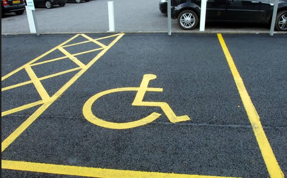صورة ماهي عقوبة إستخدام مواقف سيارات ذوي الإحتياجات الخاصة في الإمارات ؟