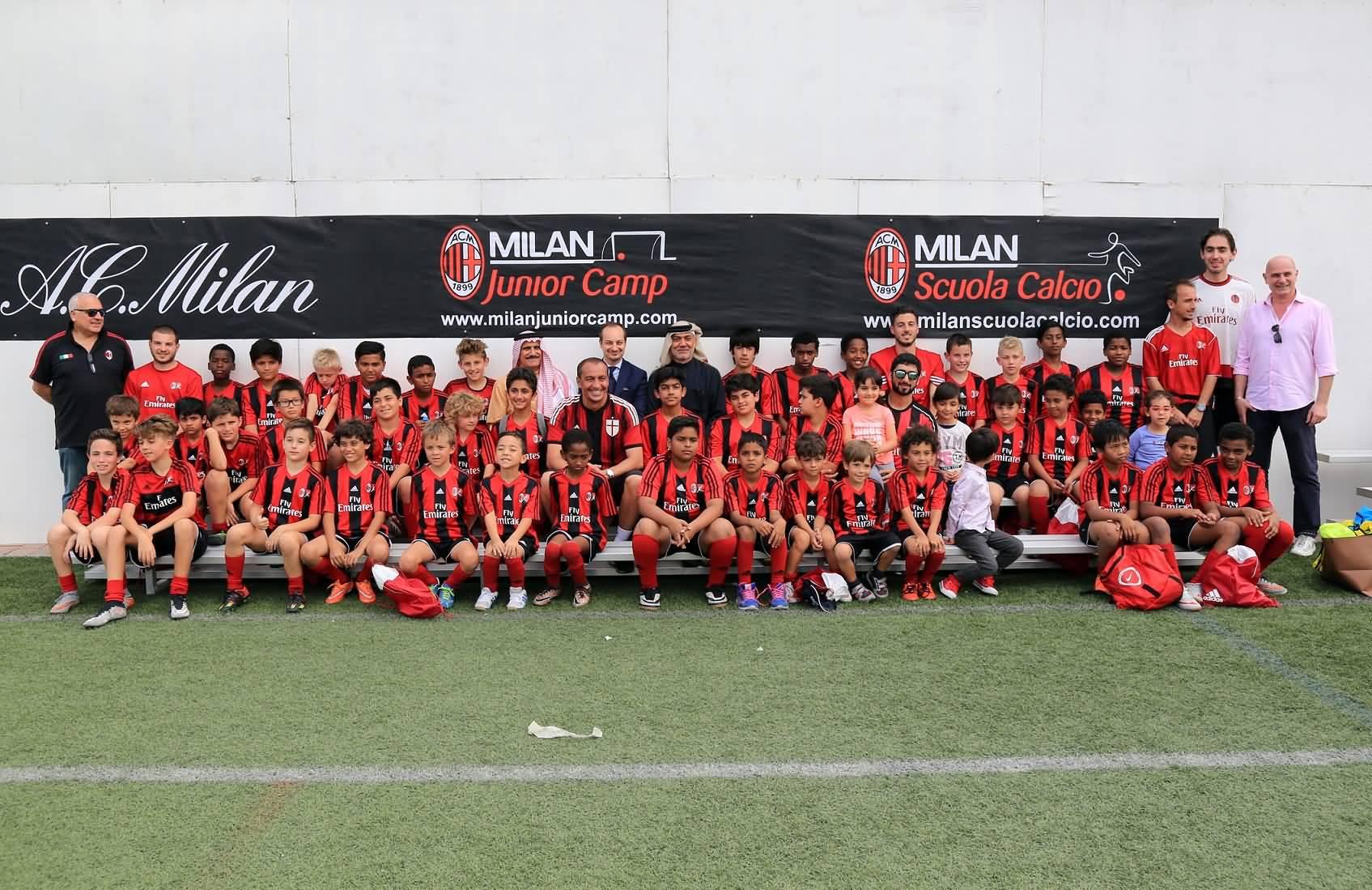 Photo of معسكر إي سي ميلان لكرة القدم للناشئين يشارك في مبادرة خيرية خاصة للأيتام و القصر