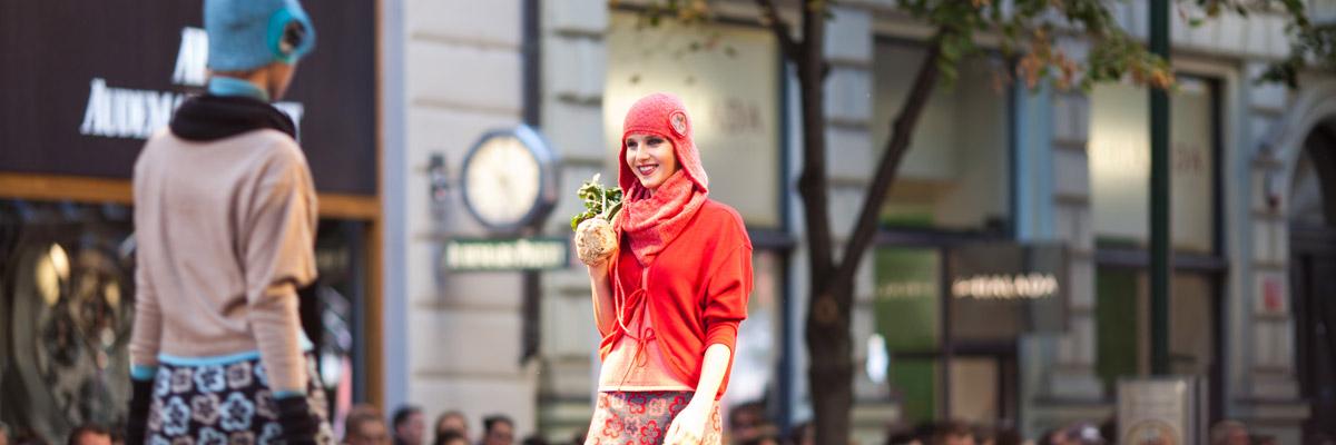 صورة عرض الأزياء المتجول خلال أيام مهرجان دبي للتسوق 2016