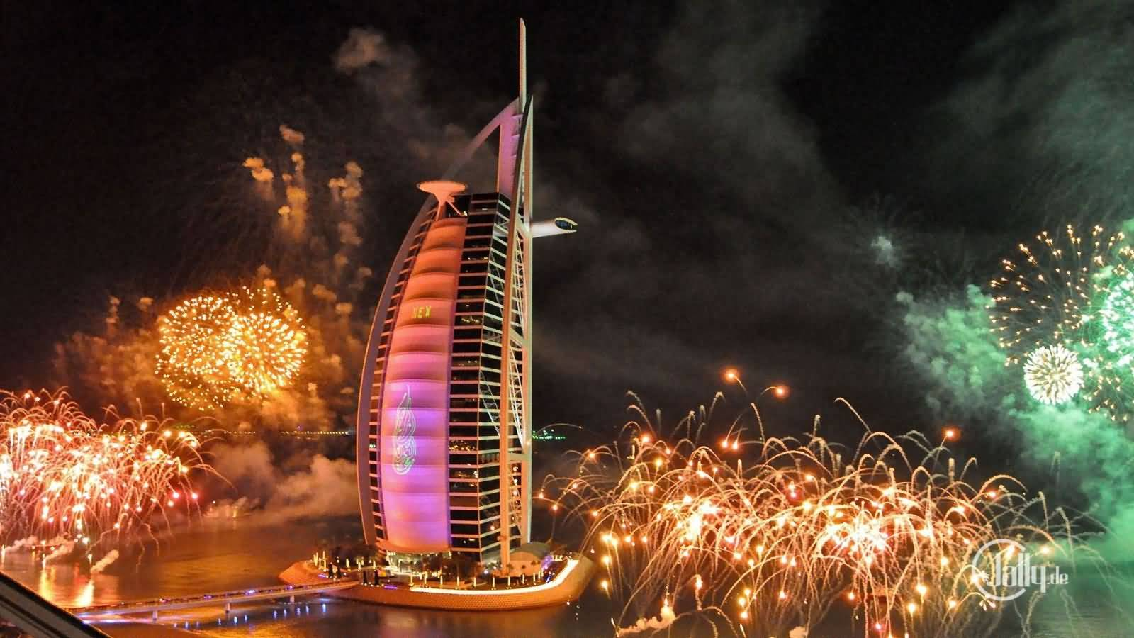 بالفيديو … عروض الألعاب النارية في دبي إحتفالا برأس السنة 2016