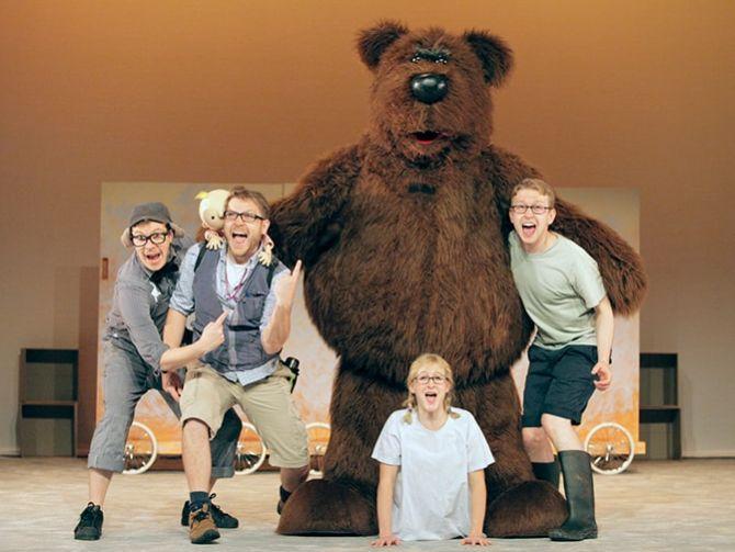 Photo of لا تفوتوا مسرحية نحن في طريقنا إلى صيد الدب في دبي