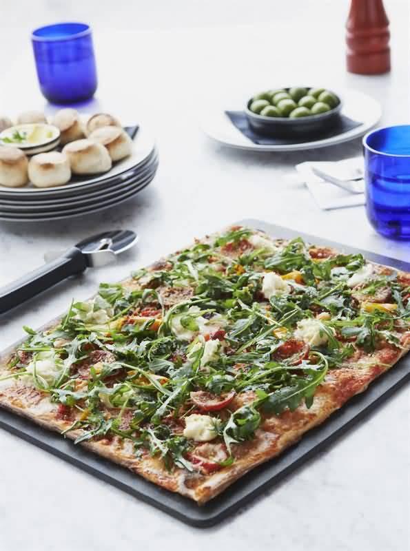 بيتزا إكسبرس يطرح قائمة طعام جديدة