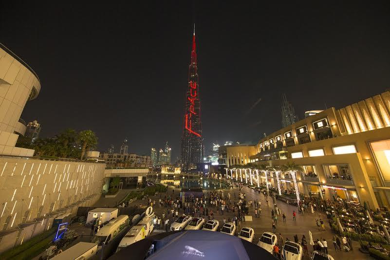 جاكوار تقدم عرضاً ساحر على واجهة برج خليفة