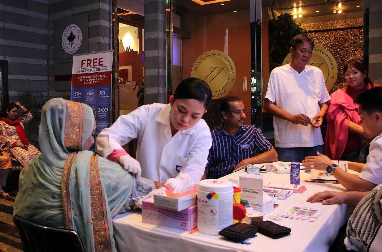 فحوصات طبية مجانية في سوق رمضان الليلي
