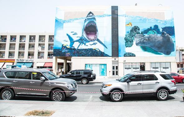 بالصور … فن الشوارع في منطقة الكرامة بدبي