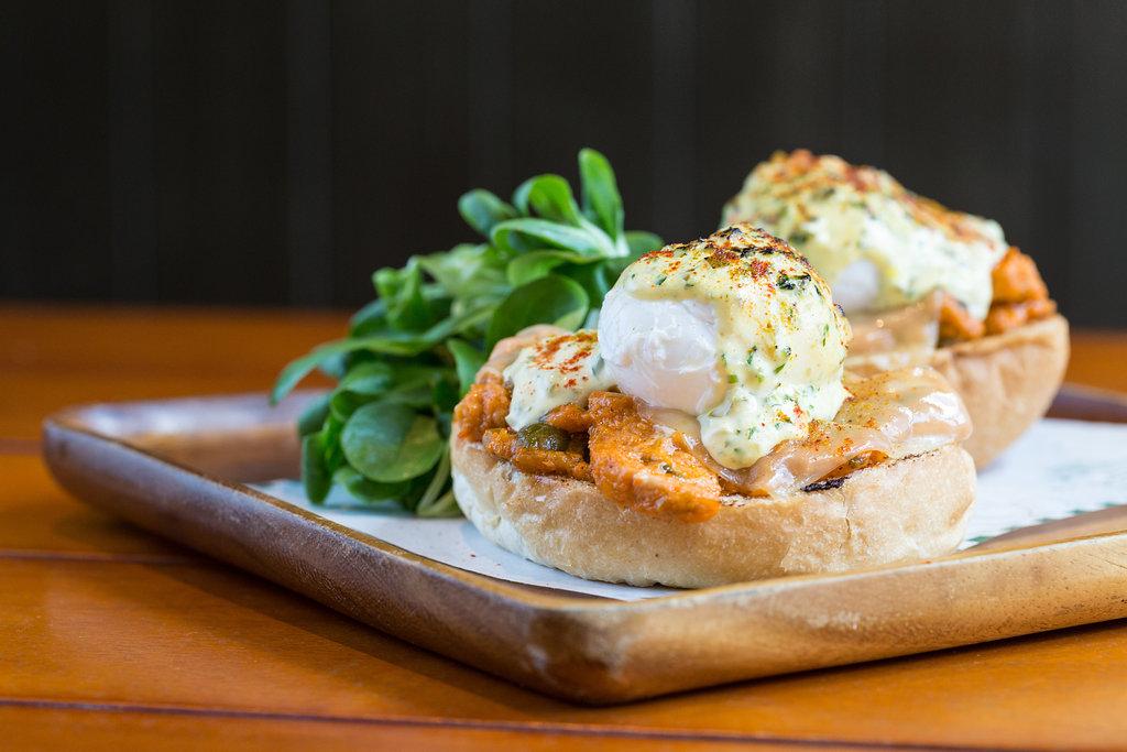chicken-tikka-eggs-benedict-1