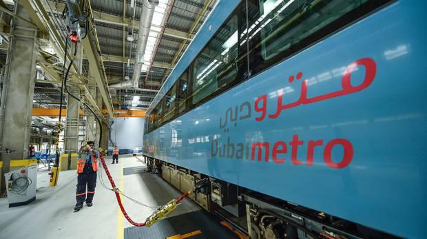 بالفيديو … خطوات عملية صيانة وتنظيف عربات مترو دبي