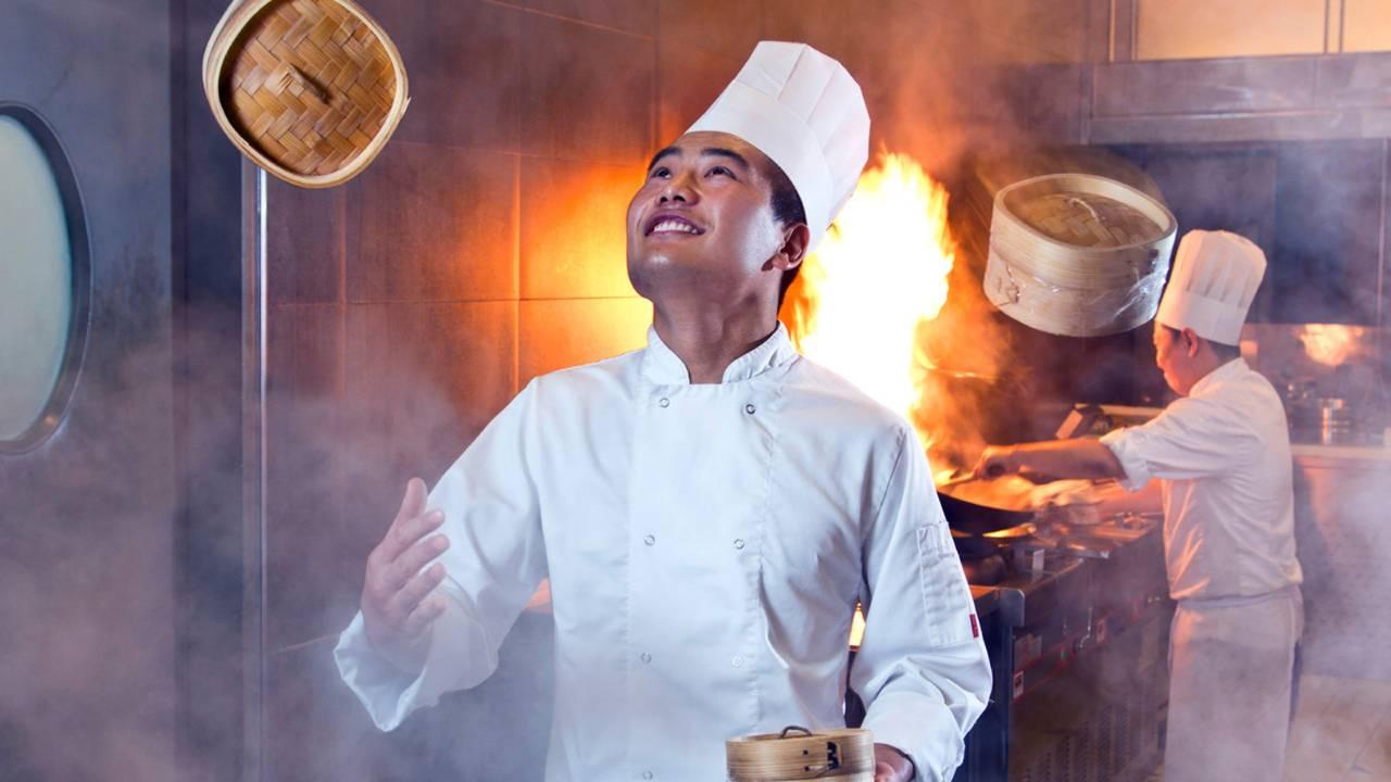 مطعم سوق للمأكولات العالمية في دبي