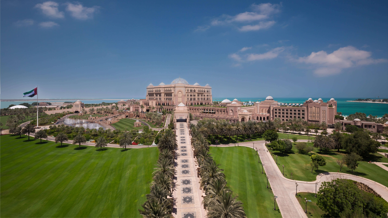 احتفل بعيد الاتحاد ال45 في فندق قصر الإمارات