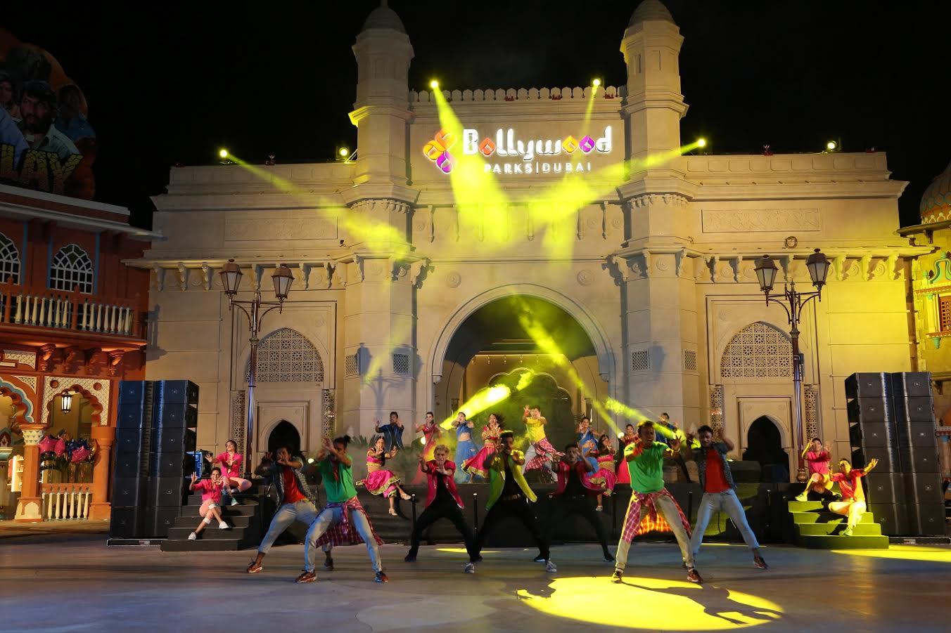 Photo of عرض لا يصدق من دبي باركس إند ريزورت احتفالا بالإتحاد
