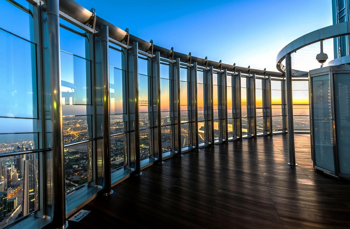 تمتع بإشراقة شمس اليوم الوطني في قمة برج خليفة
