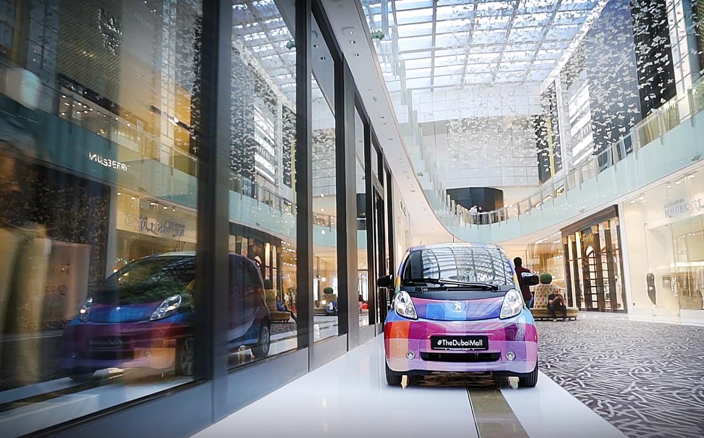 تجول في دبي مول عبر خدمة السيارات الكهربائية الأولى من نوعها في العالم