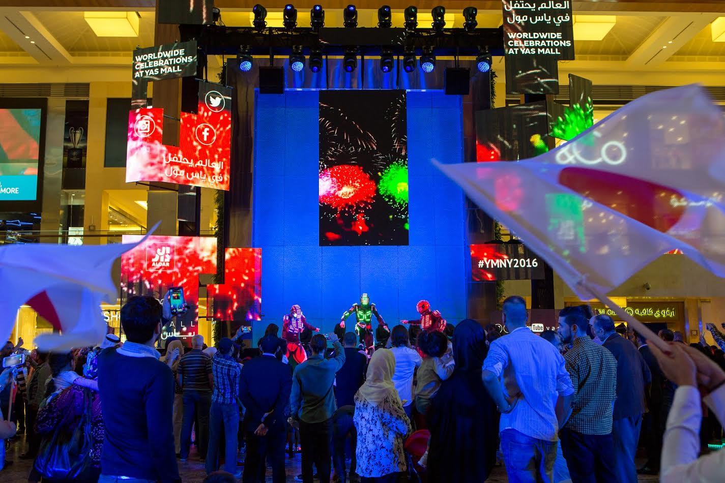 أجمل عروض الرقص في ياس مول خلال ليلة رأس السنة 2017