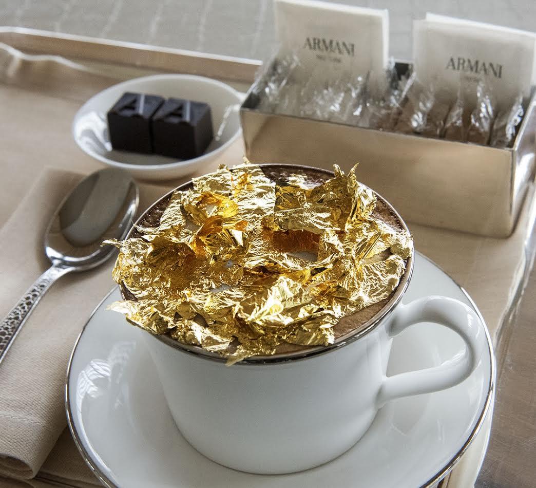 فندق أرماني دبي يقدم كابتشينو الذهب