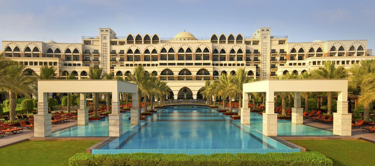 أهم الفنادق التي تضم مسابح داخلية في دبي