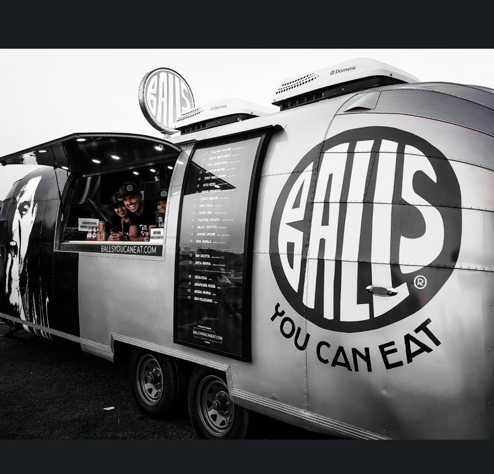 صورة شاحنات الكرات الإيطالية بالز تقدم تجربة جديدة في شوارع دبي