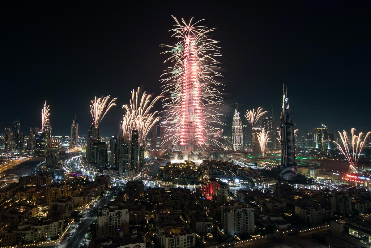 Photo of دبي تصدم العالم كالعادة خلال عروض الألعاب النارية المقامة وسط مدينة دبي