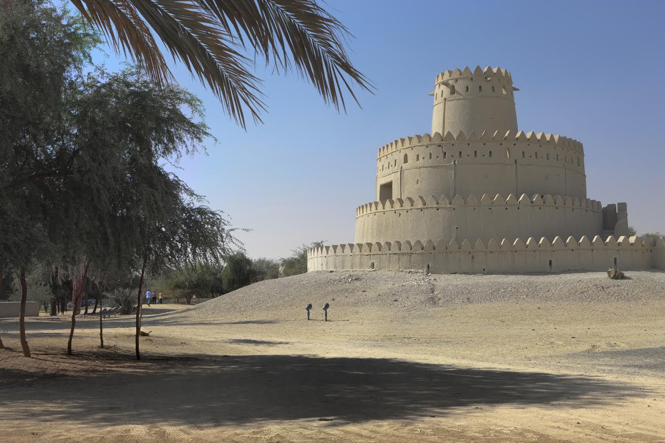 الإماراتيون يحتفون بإرث الأجداد في قلعة الجاهلي بالعين