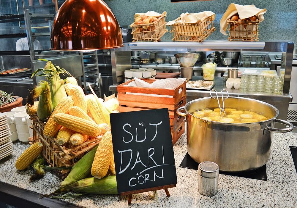 مطعم بيش يقدم برنش مستوحى من مأكولات الشارع في تركيا 