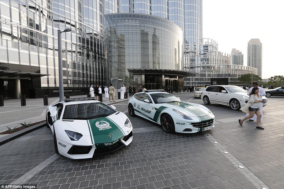بالفيديو سيارة بوجاتي فيرون السوبر أحدث سيارات شرطة دبي