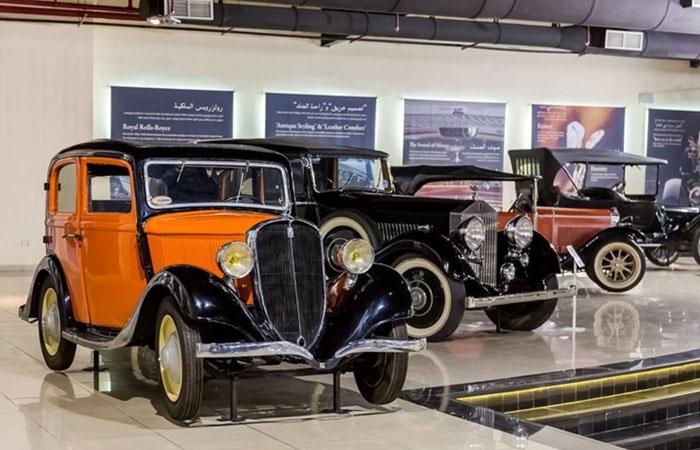 بالفيديو .. جولة في متحف السيارات الكلاسيكية بالشارقة