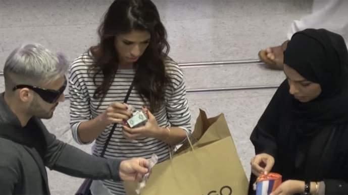 بالفيديو .. سكان دبي ضد سكان نيويورك في تجربة إجتماعية عن النزاهة