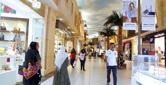 إنفوجرافيك   أسباب معانات المولات و مراكز التسوق الصغيرة في دبي