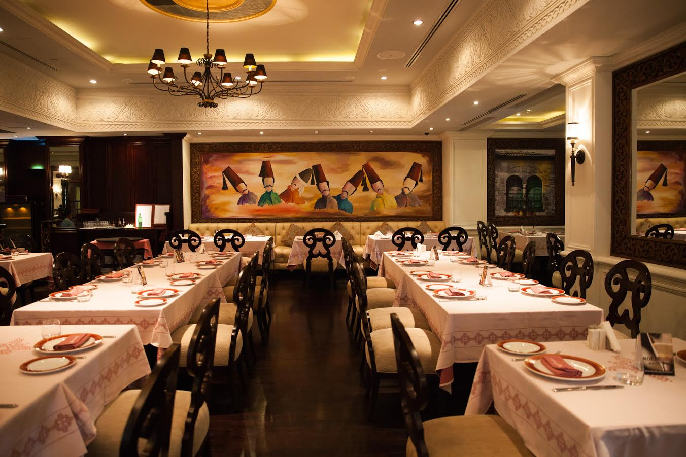 مطعم النافورة يحتفل بعيد الأم بطريقته الخاصة