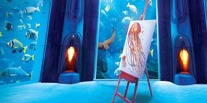 فندق أتلانتس دبي تقدم دروس في الرسم تحت الماء
