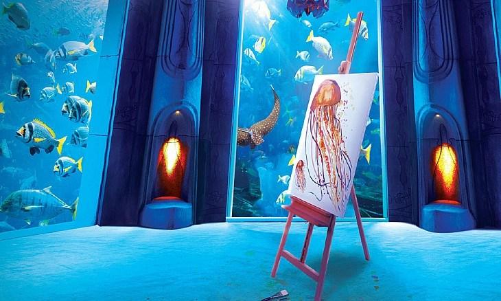 صورة تعلم الرسم تحت الماء لأول مرة في دبي