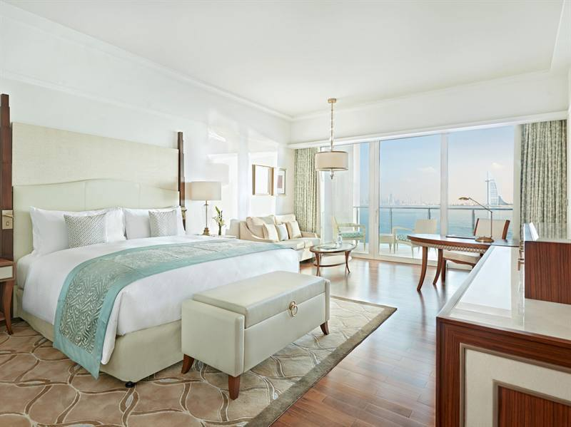 نظرة على الجناح الملكي في فندق والدورف أستوريا دبي