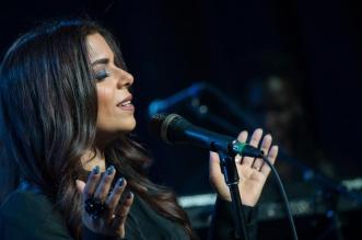 المغنية اللبنانية الموهوبة كريس تحيي حفلها على مسرح كيوز بار آند لاونج
