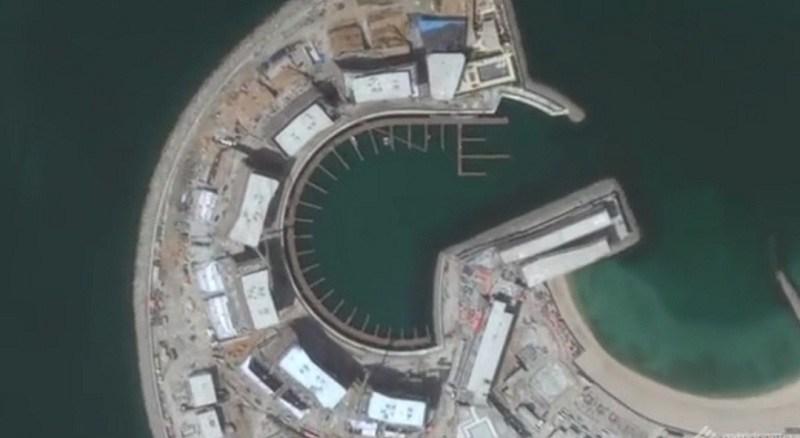 بالفيديو شاهد أحرف الأبجدية الإنجليزية في دبي من الفضاء