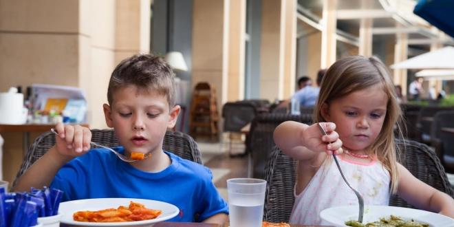 كارلوتشيوز يطلق قائمة طعام جديدة للأطفال بدرهم واحد فقط
