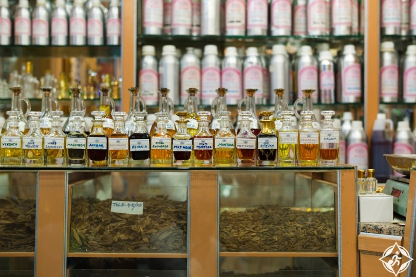 eea6dca24 يقع بشارع سكة الخيل في ديرة، بالقرب من سوق الذهب و يحتوي على مجموعة كبيرة من  المحلات والمتاجر المتخصصة في بيع أكثر أنواع العطور جودة، ويمكنك أن تحصل من  ...
